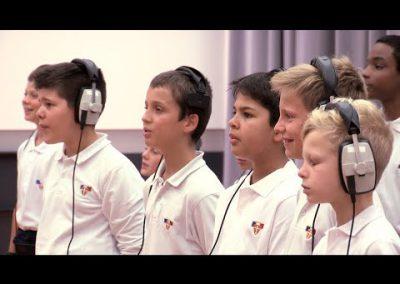 «Garde Confiance» par les Petits Chanteurs à la Crois de Bois